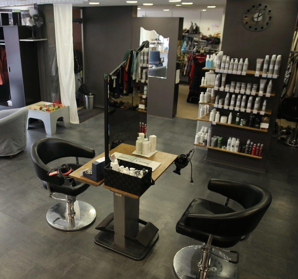 Intérieur du salon de coiffure Tip top coiff à Guebwiller, Alsace